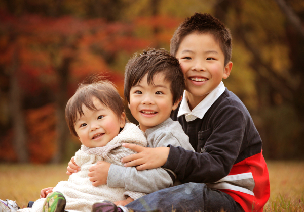 秋の紅葉ロケ撮影子供の写真